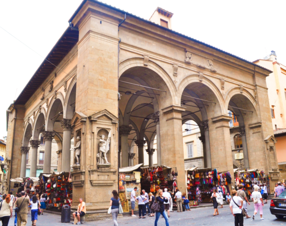 De losstaande loggia van Mercato Nuovo in Florence